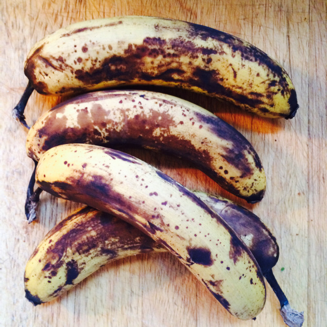 These are my sad black bananas. I wanted to make them happy again, by making them into supercake.